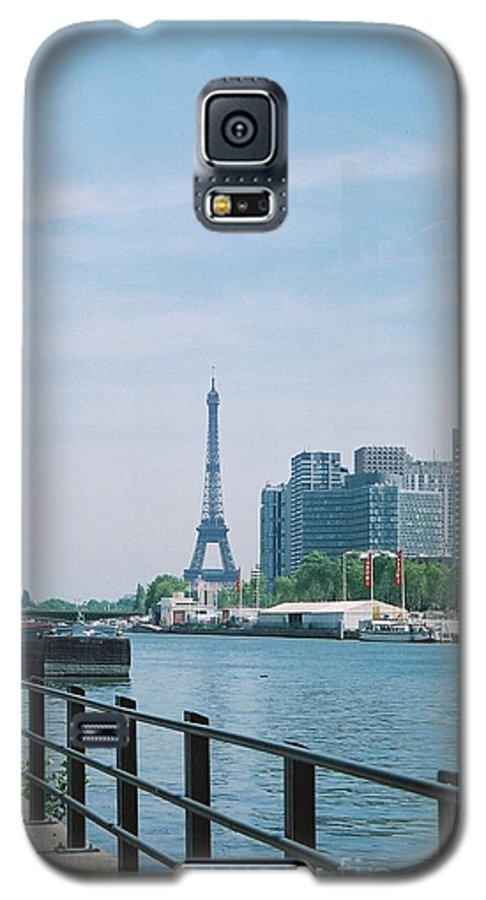 The Eiffel Tower Galaxy S5 Case featuring the photograph The Eiffel Tower And The Seine River by Nadine Rippelmeyer