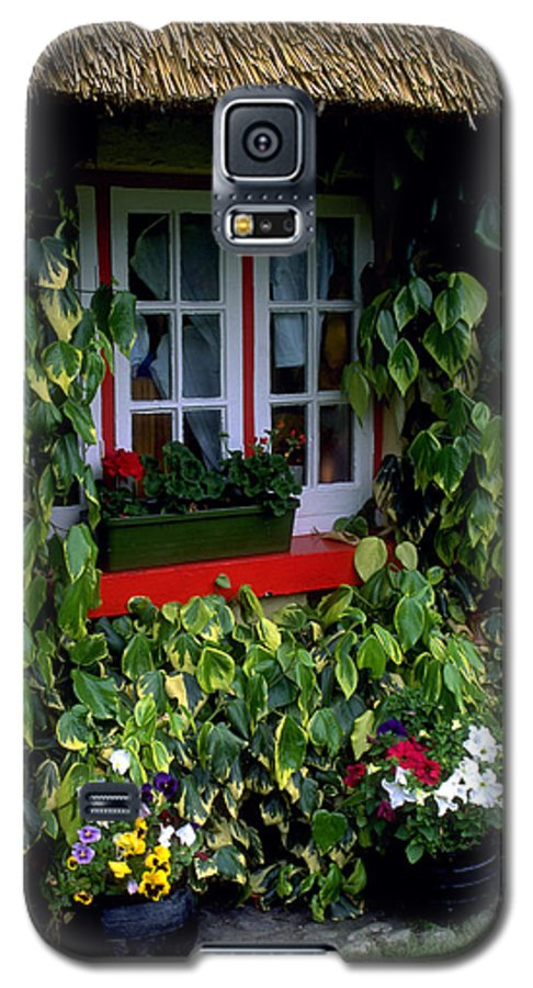 Ivy Galaxy S5 Case featuring the photograph The Perfect Cottage by Carl Purcell