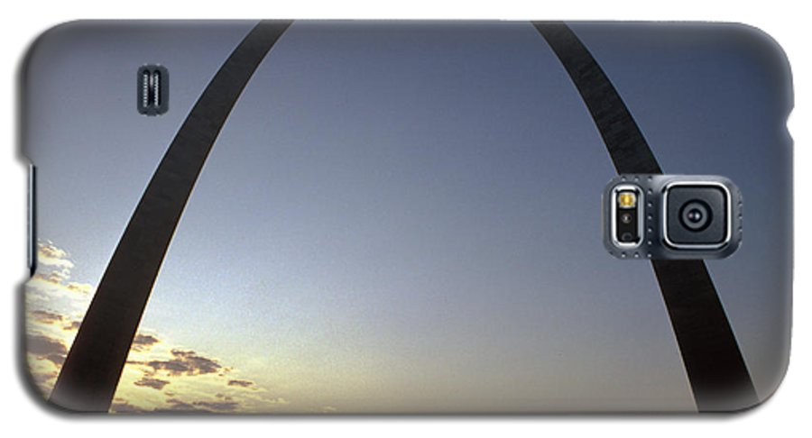 Landmark Galaxy S5 Case featuring the photograph The St. Louis Arch by Carl Purcell