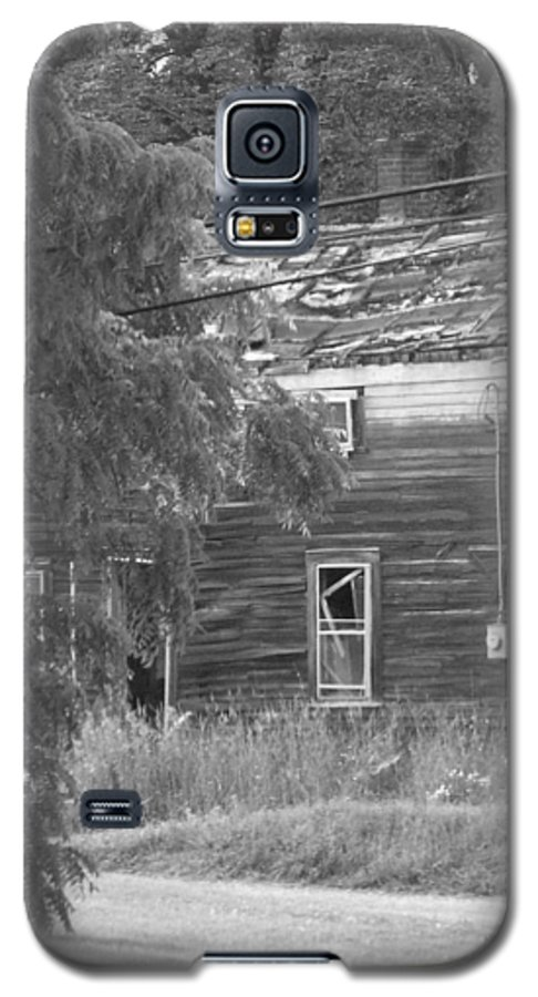 House Galaxy S5 Case featuring the photograph This Old House by Rhonda Barrett