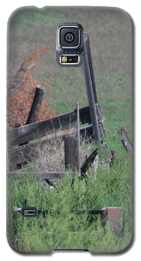 Farm Galaxy S5 Case featuring the photograph Untended Fences by Margaret Fortunato
