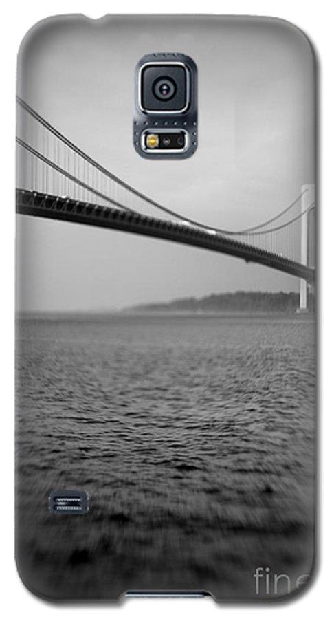 Black & White Galaxy S5 Case featuring the photograph Verrazano Bridge 1 by Tony Cordoza