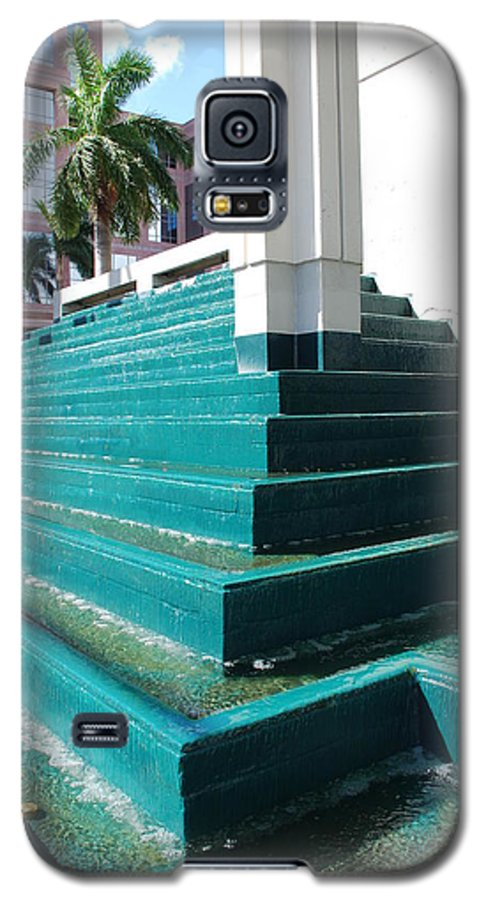 Architecture Galaxy S5 Case featuring the photograph Water At The Federl Courthouse by Rob Hans