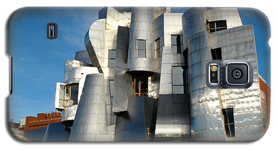 Museum Galaxy S5 Case featuring the photograph Weisman Art Museum by Kathy Schumann