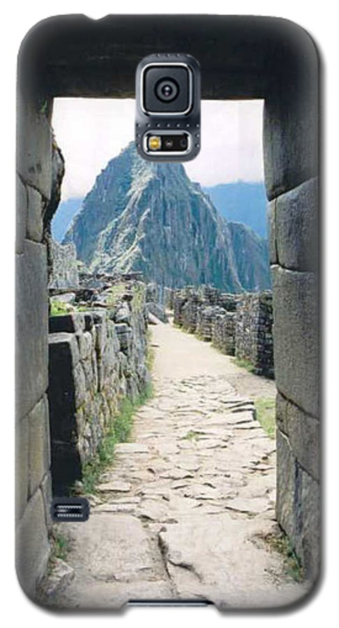 Peru Galaxy S5 Case featuring the photograph Winay Picchu by Kathy Schumann