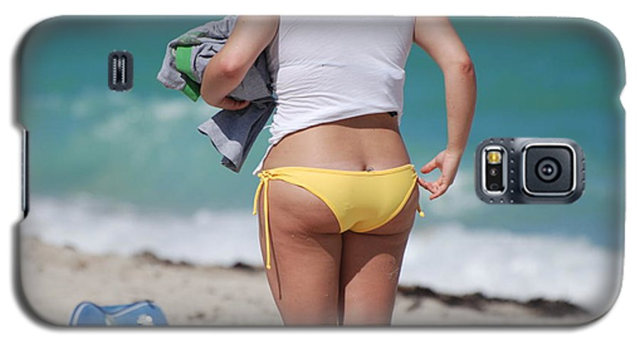 Sea Scape Galaxy S5 Case featuring the photograph Yellow Bikini Bottom by Rob Hans