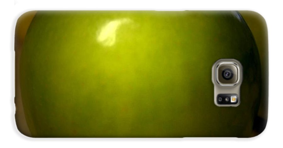 Green Apples Galaxy S6 Case featuring the photograph Apple by Linda Sannuti