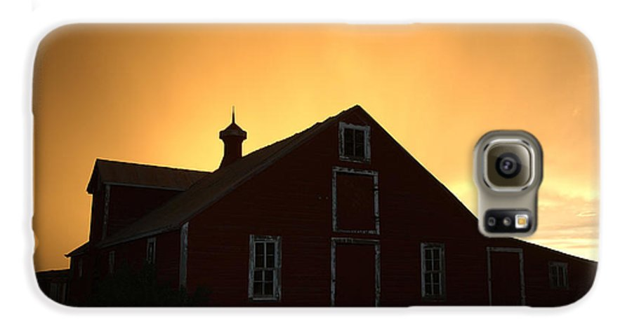 Barn Galaxy S6 Case featuring the photograph Barn At Sunset by Jerry McElroy