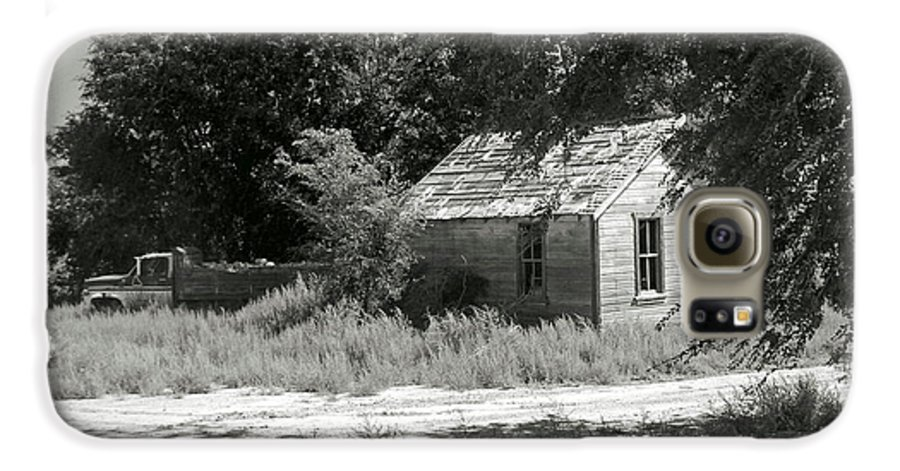 Farm Galaxy S6 Case featuring the photograph Farm House On The Eastern Plains by Margaret Fortunato