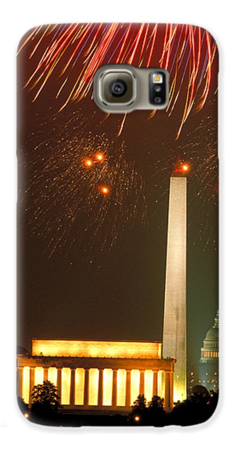 Illuminated Galaxy S6 Case featuring the photograph Fireworks Over Washington Dc Mall by Carl Purcell