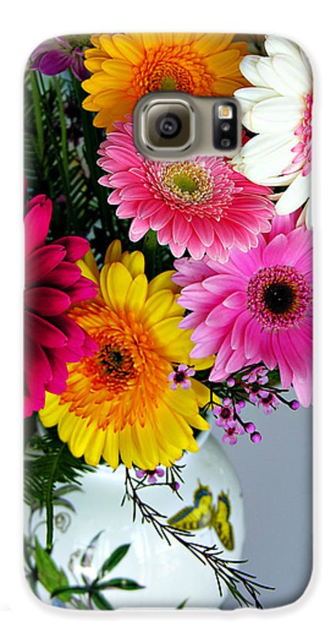 Flower Galaxy S6 Case featuring the photograph Gerbera Daisy Bouquet by Marilyn Hunt
