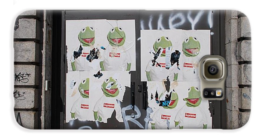 Kermit The Frog Galaxy S6 Case featuring the photograph N Y C Kermit by Rob Hans