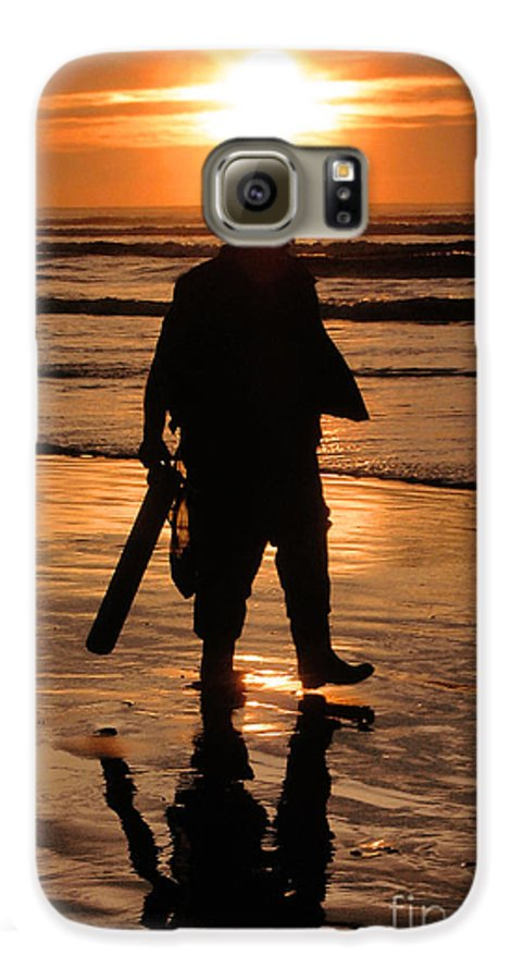Pacific Galaxy S6 Case featuring the painting Razor Clam Hunter by Larry Keahey