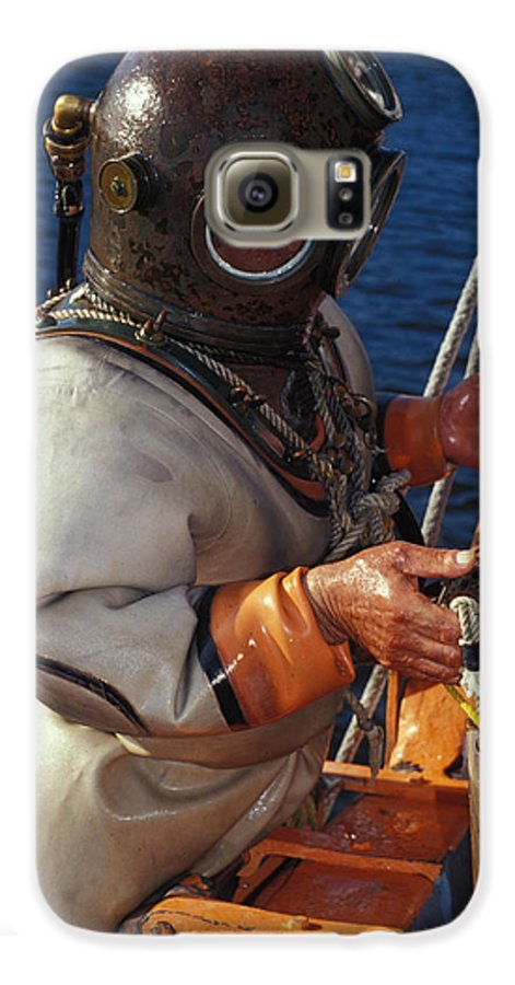 Hard Hat Galaxy S6 Case featuring the photograph Sponge Diver by Carl Purcell