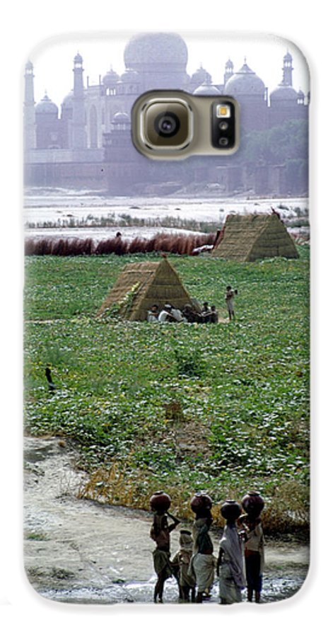 River Galaxy S6 Case featuring the photograph View Of Taj Mahal by Carl Purcell