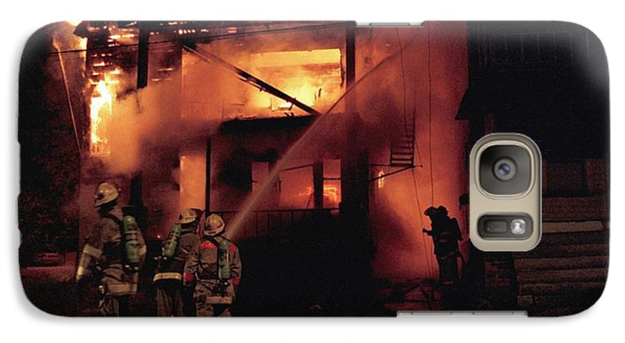 Fire Galaxy S7 Case featuring the photograph 071506-4 Cleveland Firefighters On The Job by Mike Davis
