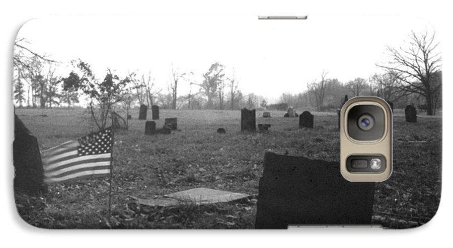 Flag Galaxy S7 Case featuring the photograph 10602-16bw Memorial Day 1991 by Mike Davis