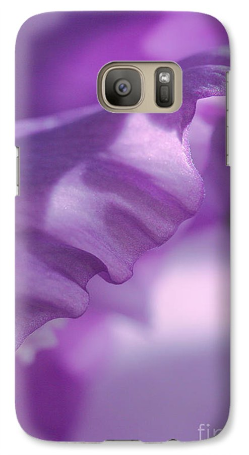 Flower Galaxy S7 Case featuring the photograph Face In A Glad by Steve Augustin