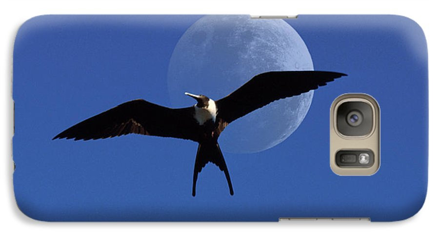 Frigate Galaxy S7 Case featuring the photograph Frigatebird Moon by Jerry McElroy