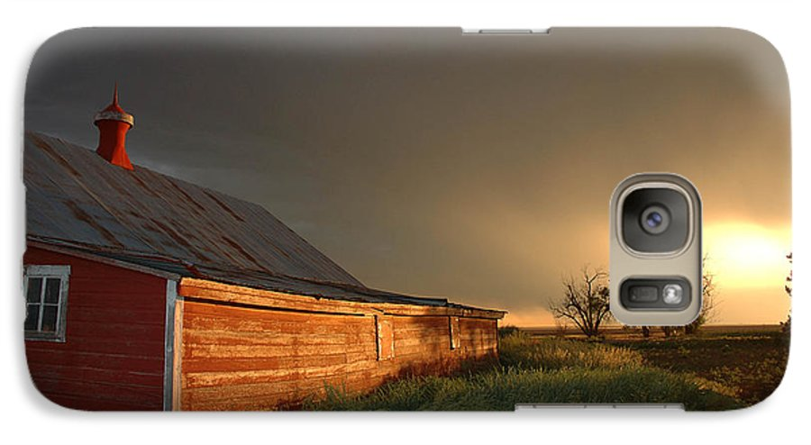 Barn Galaxy S7 Case featuring the photograph Red Barn At Sundown by Jerry McElroy
