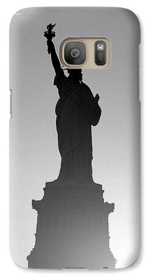 Statue Of Liberty Galaxy S7 Case featuring the photograph Statue Of Liberty by Tony Cordoza