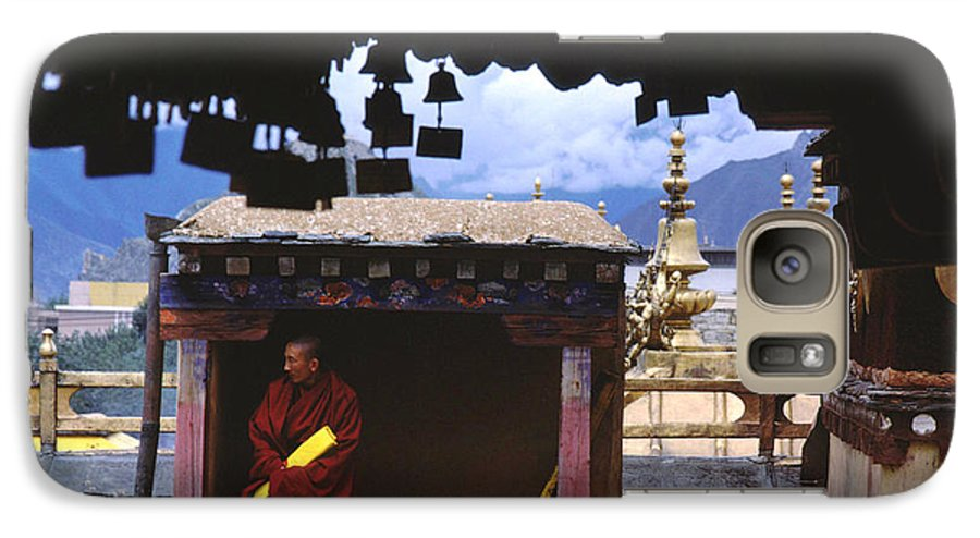 Tibet Galaxy S7 Case featuring the photograph Tibetan Monk With Scroll On Jokhang Roof by Anna Lisa Yoder
