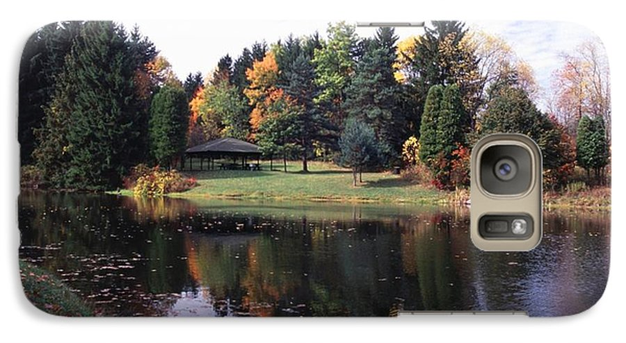 Autumn Colors Galaxy S7 Case featuring the photograph 102201-23 by Mike Davis