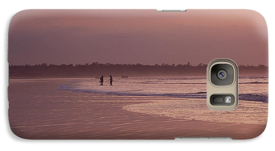 Ecuador Galaxy S7 Case featuring the photograph Beachcombers by Kathy McClure