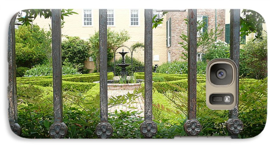 New Orleans Galaxy S7 Case featuring the photograph Beauregard-keyes House by Kathy Schumann