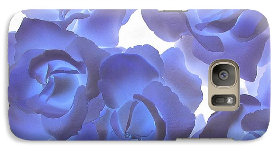 Blue Galaxy S7 Case featuring the photograph Blue Roses by Tom Reynen