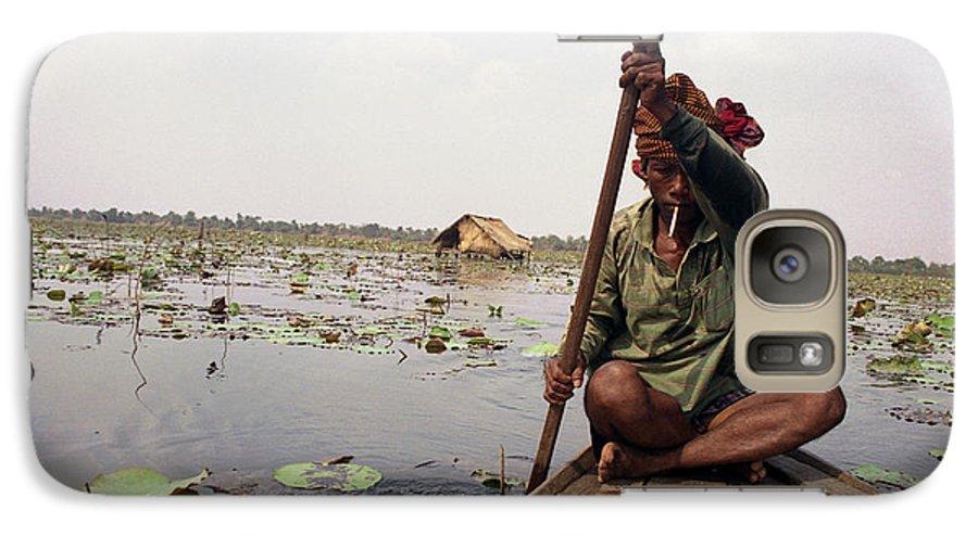 Cambodia Galaxy S7 Case featuring the photograph Boatman - Battambang by Patrick Klauss