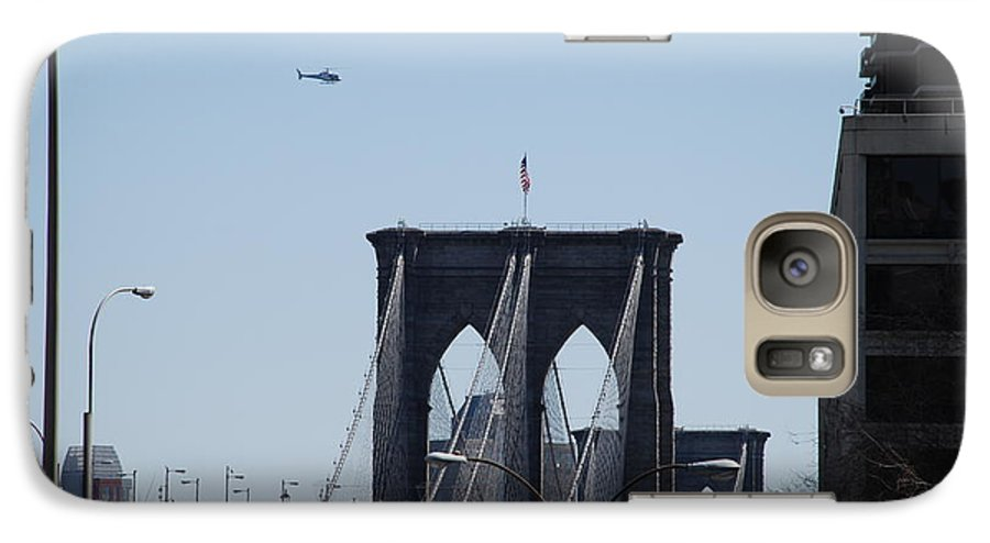 Architecture Galaxy S7 Case featuring the photograph Brooklyn Bridge by Rob Hans