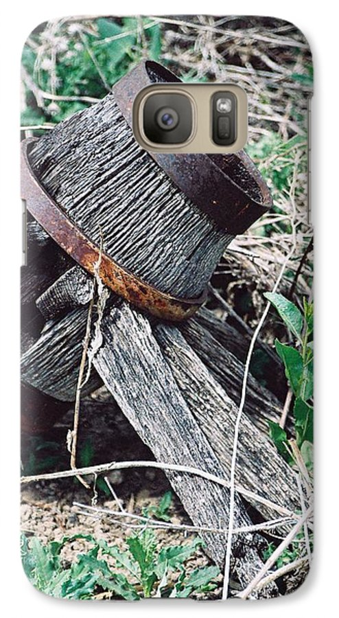 Western Galaxy S7 Case featuring the photograph Covered Wagon Wheel by Margaret Fortunato