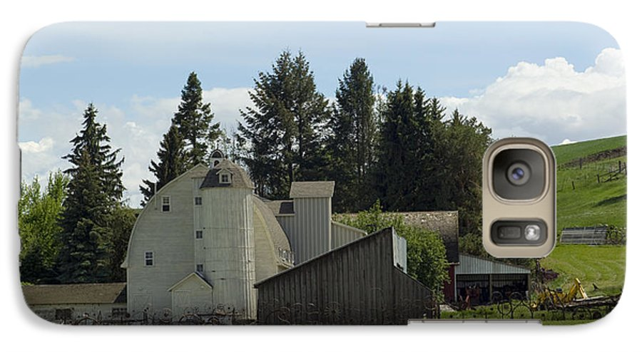 Barn Galaxy S7 Case featuring the photograph Dahmen Barn Historical by Louise Magno