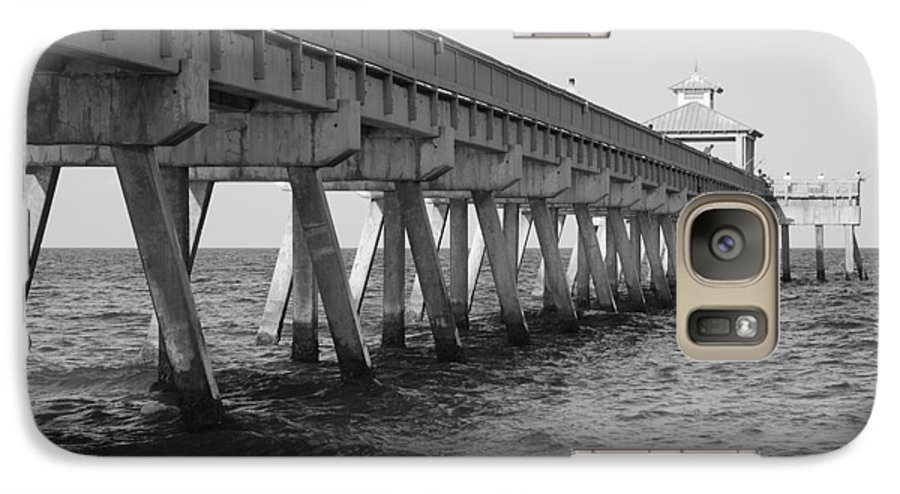 Architecture Galaxy S7 Case featuring the photograph Deerfield Beach Pier by Rob Hans