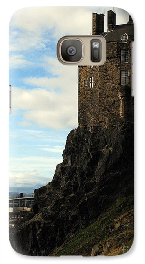 Castle Galaxy S7 Case featuring the photograph Edinburgh Castle by Amanda Barcon