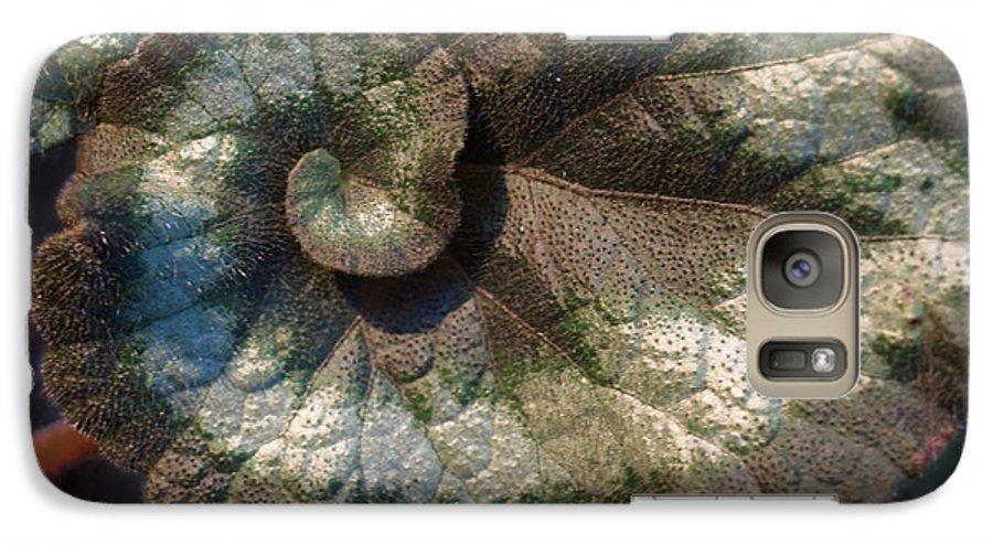 Escargot Galaxy S7 Case featuring the photograph Escargot Begonia by Anna Lisa Yoder