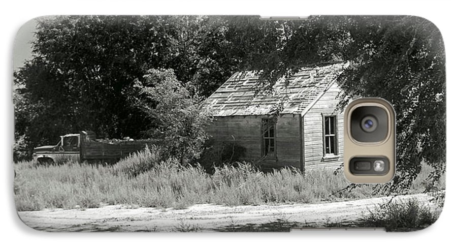 Farm Galaxy S7 Case featuring the photograph Farm House On The Eastern Plains by Margaret Fortunato