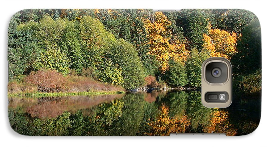Fall Galaxy S7 Case featuring the photograph Final Reflection by Larry Keahey