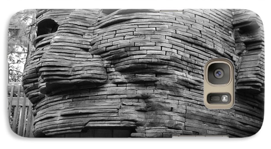 Architecture Galaxy S7 Case featuring the photograph Gentle Giant by Rob Hans