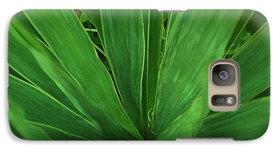 Green Plant Galaxy S7 Case featuring the photograph Green Glow by Linda Sannuti
