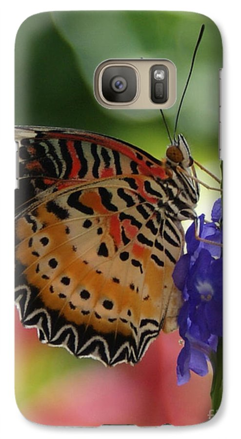 Butterfly Galaxy S7 Case featuring the photograph Hanging On by Shelley Jones