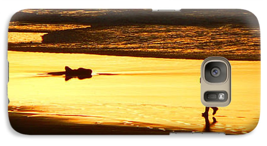 Pacific Ocean Galaxy S7 Case featuring the photograph Jog At Sunset by Larry Keahey