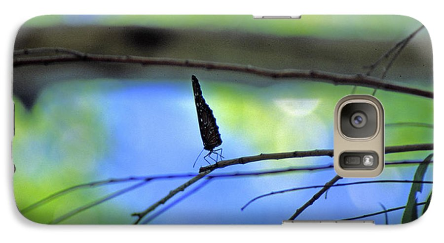 Butterfly Galaxy S7 Case featuring the photograph Life On The Edge by Randy Oberg
