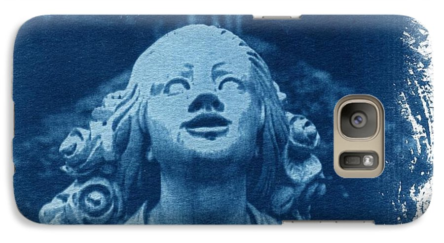 Head Galaxy S7 Case featuring the photograph Looking Up by Jane Linders