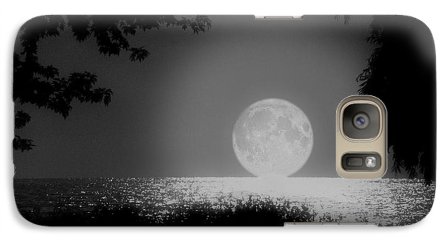 Moon Galaxy S7 Case featuring the photograph Moonset On Lake Erie by Kenneth Krolikowski