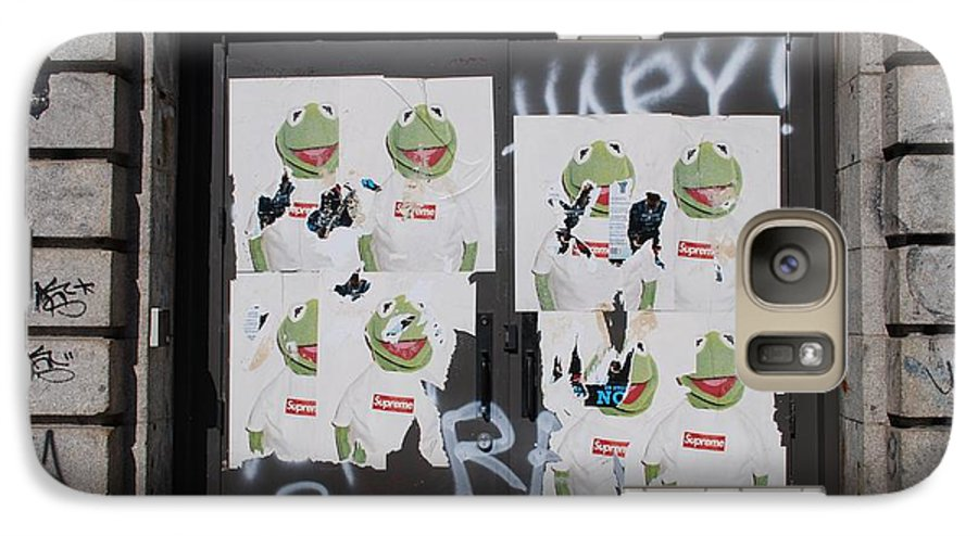 Kermit The Frog Galaxy S7 Case featuring the photograph N Y C Kermit by Rob Hans