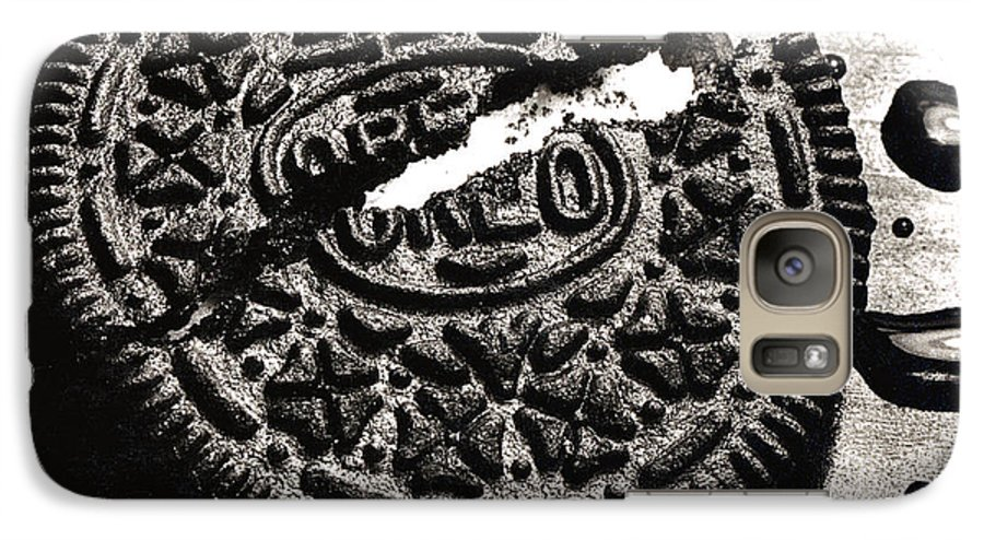 Cookie Galaxy S7 Case featuring the photograph Oreo Cookie by Nancy Mueller