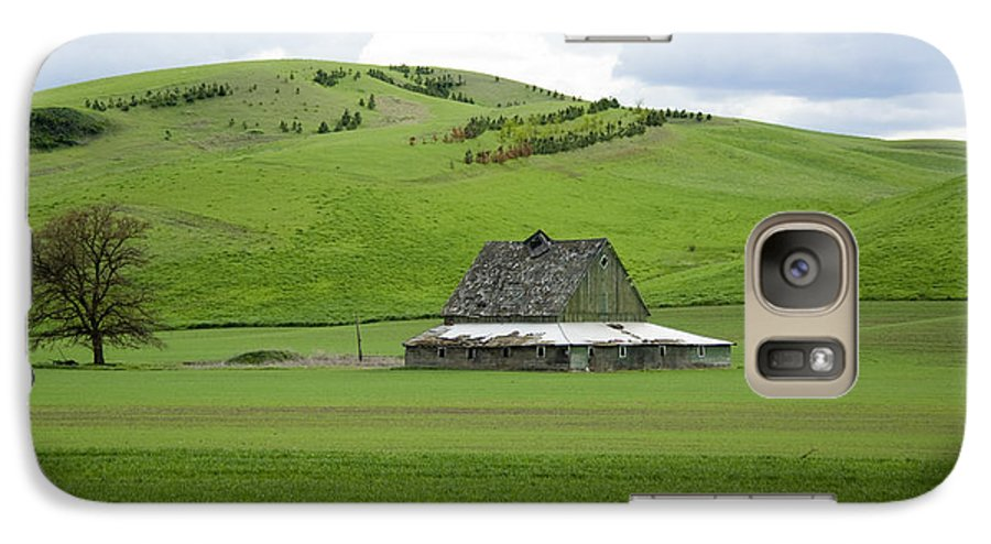 Palouse Galaxy S7 Case featuring the photograph Palouse Old Barn by Louise Magno