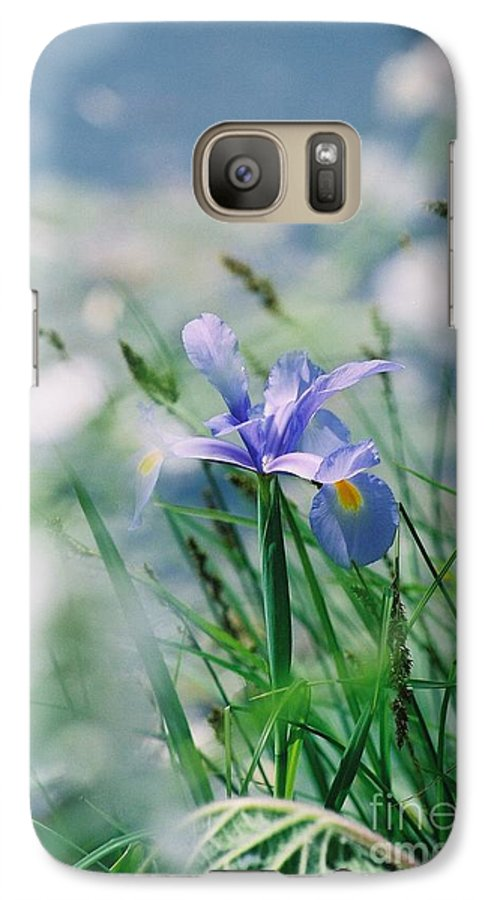 Periwinkle Galaxy S7 Case featuring the photograph Periwinkle Iris by Nadine Rippelmeyer